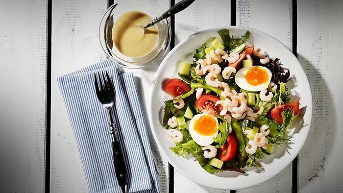 Salat med smilende egg