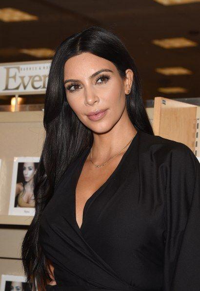 Kim Kardashian a-t-elle fait de la chirurgie esthétique ? Les photos qui…