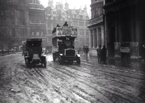 I give you a taxi and a bus in what remains of the snow at Trafalgar Square in #London in the winter of 1915.