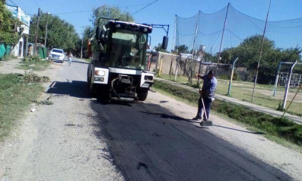 La Municipalidad continúa con tareas de bacheo en todo el distrito