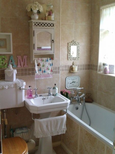 Cute little bathroom and love all the details about it.