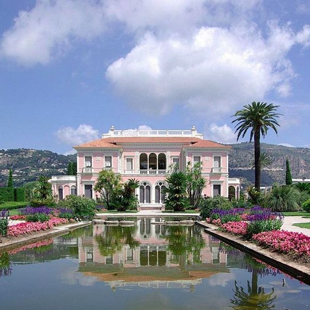 Start planning your trip to Les Azuriales Opera. What better arrival upon destination than in your own privatejet. ✈http://www.villa-match.com/contact   #CapFerrat #CôtedAzur #France #opera #lesAzuriales #Privatejet#Villa #Ephrusside #Rothschild