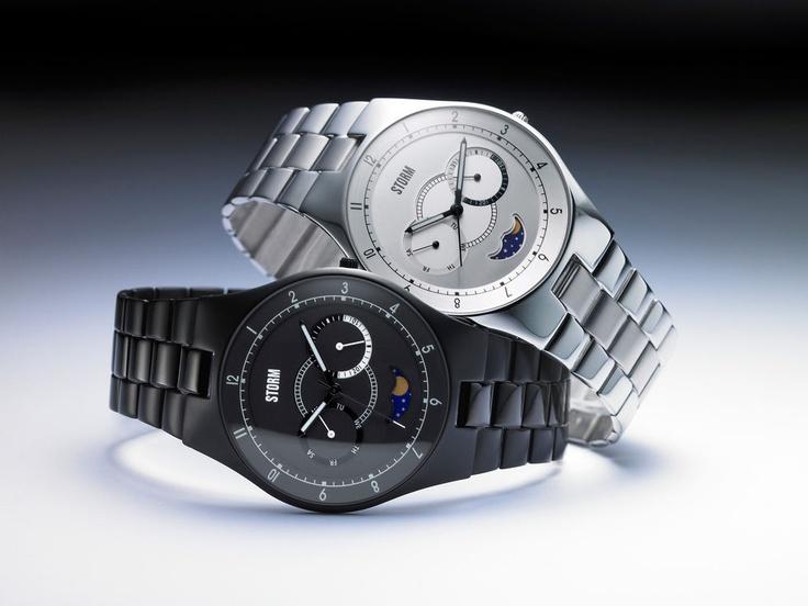 Klocka som visar månens alla faser