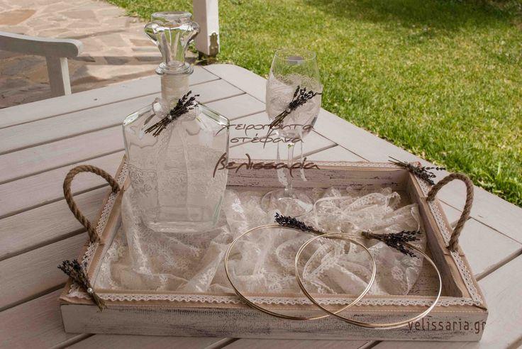 """Υπέροχο σετ γάμου """"λεβάντα"""".Αποτελείται από ξύλινο δίσκο πατίνα,καράφα γυάλινη και ποτήρι κρυστάλλινο. Μπορείτε να επιλέξετε από διαφορετικές εικόνες το δίσκο-καράφα-ποτήρι και να φτιάξετε το δικό σας σετ (άλλωστε γι'αυτό πωλούνται και χωριστά). Διαθέτω για όλα τα σχέδια στεφάνων το αντίστοιχο συνδυασμένο σετ (δίσκου-καράφας-ποτηριού). Πωλούνται και χωριστά.Δίσκος ξύλινος πατίνα 45€ ,καράφα γυάλινη 35€, ποτήρι κρυστάλλινο 20€. Αν θέλετε μπορείτε να επιλέξετε και το μαξιλαράκι για τις βέρες…"""