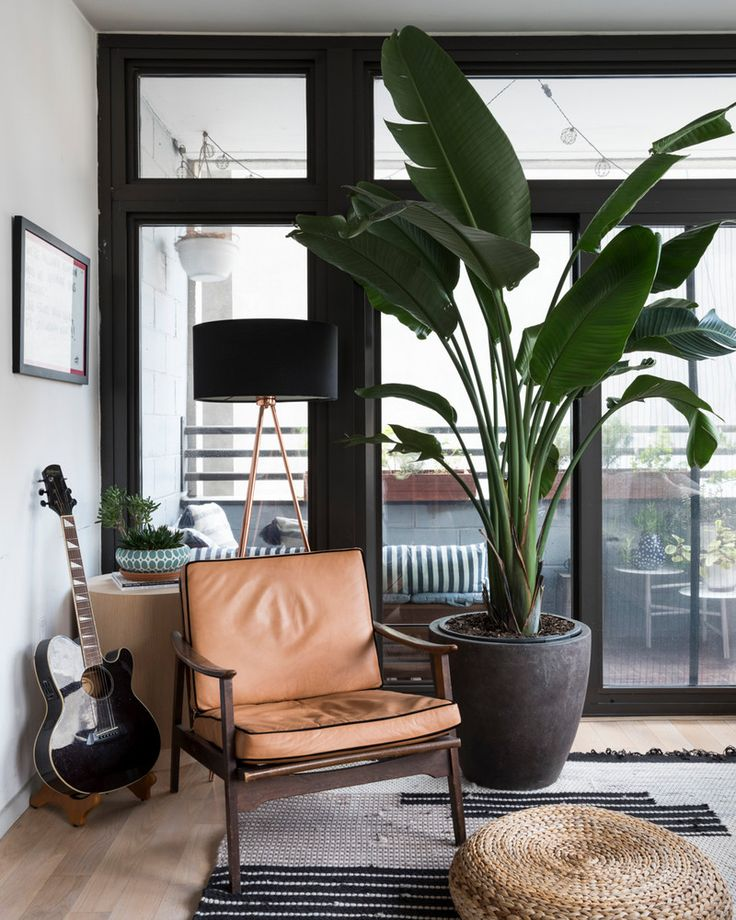 round table in the corner: Shelly Lynch-Sparks Anna Maltezos Brooklyn home tour