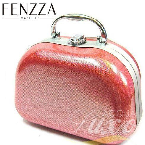 Maleta de Maquiagem Fenzza - HZP929 com revestimento externo em tecido com Estampa Pink, alça plástica cromada dobradiça e trinco. Excelente para dar um toque moderno no seu visual.
