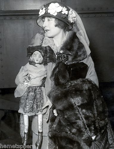 Mildred Harris holding boudoir --- 10s loving those gloriously over the top hats! early women couldn't say no to just more flowers! #vintage #hats