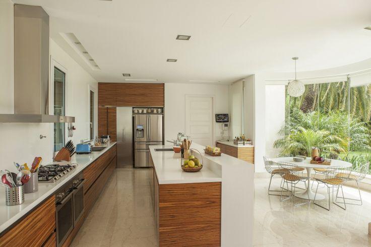 Cocina integrada al espacio de comedor #FVInspiracion #diseño #cocinas