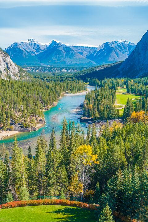Where to Eat in Banff! The best food, restaurants, and hotels in Banff National Park, Alberta, Canada