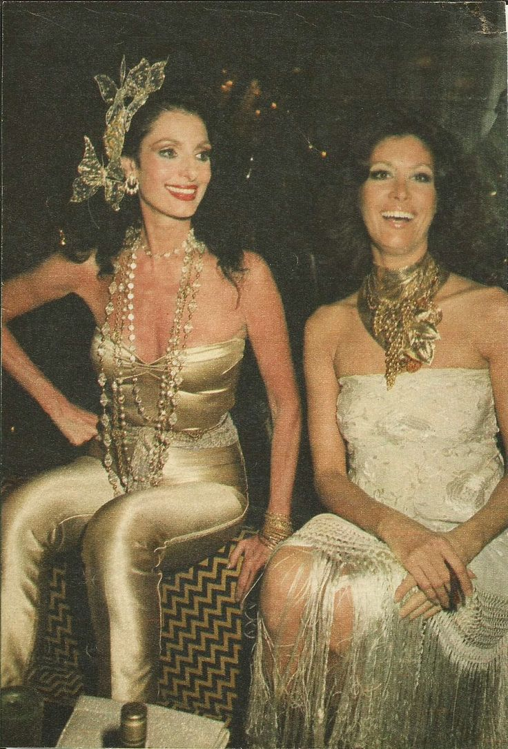 Antiguinho: 01/26/14   Carmen e Gisela em um Baile de Carnaval na Boite Hippopotamus, Rio. Final dos anos 70 ou será anos 80? Carmen está simplesmente linda! Perfeita!