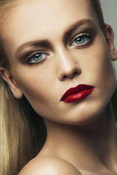 augen make up für rotes kleid