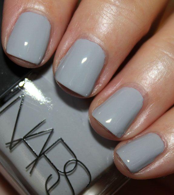 Los 10 esmaltes de uñas que toda mujer debe tener