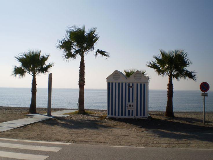 Sur la plage de la Herradura