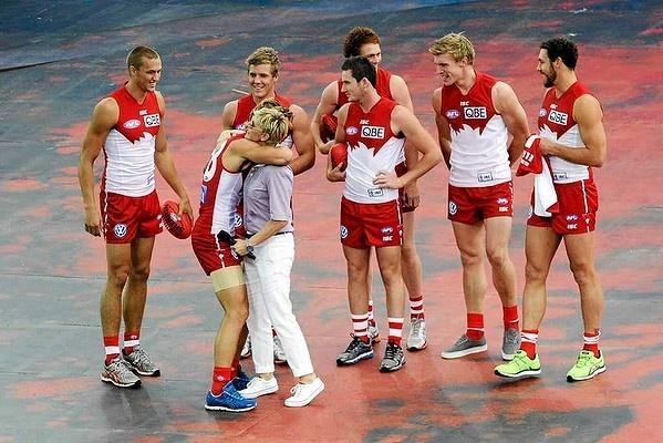 The Sydney Swans greet Ellen DeGeneres. #Sydney #Australia