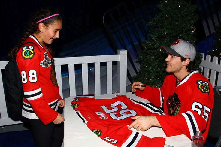Andrew Shaw talks to a fan during the holiday party for Season Ticket Holders. #Blackhawks