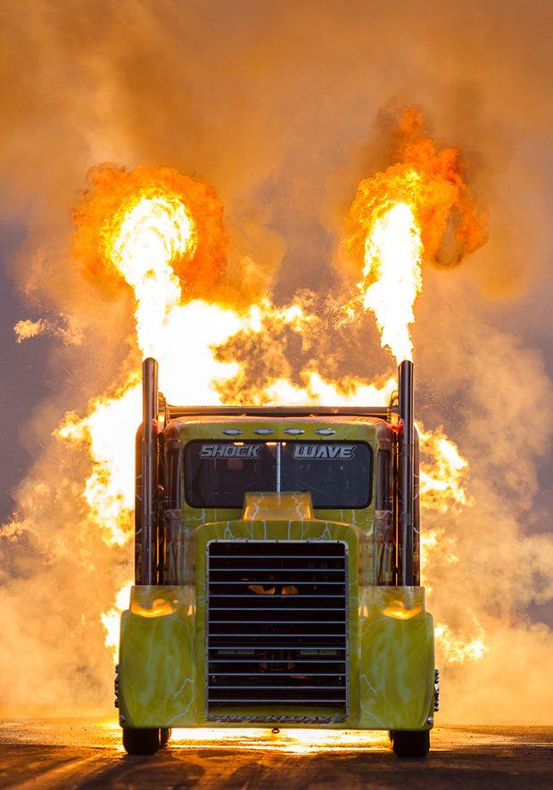 Shockwave: o caminhão a jato mais rápido do mundo é tão assustador quanto…