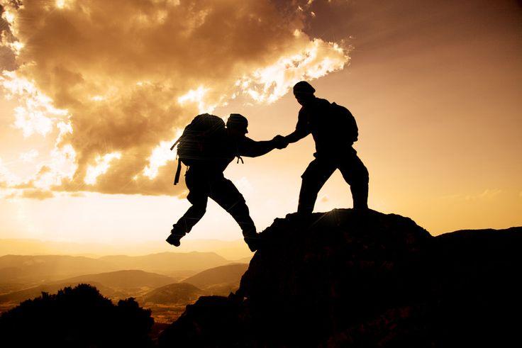 Ich bin frei - Ich beobachtete die beiden Bergsteiger, die schon seit geraumer Zeit gewissenhaft und bedächtig ihre Ausrüstung überprüften.