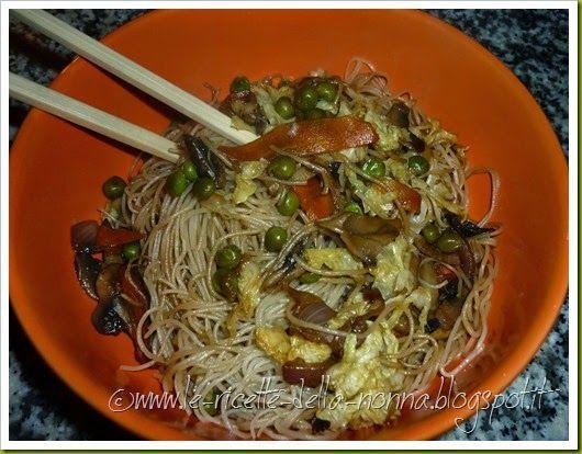 Le Ricette della Nonna: Spaghetti di riso vegan con verdure e funghi