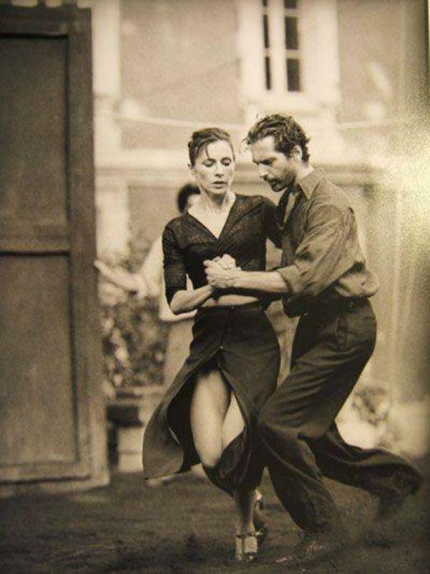 """ Tango dance ""                                                                                                                                                                                 Más"