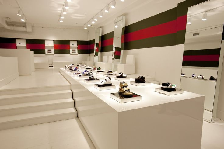Gucci Store Interior Hugo hase loves fashion flash sneaker ...