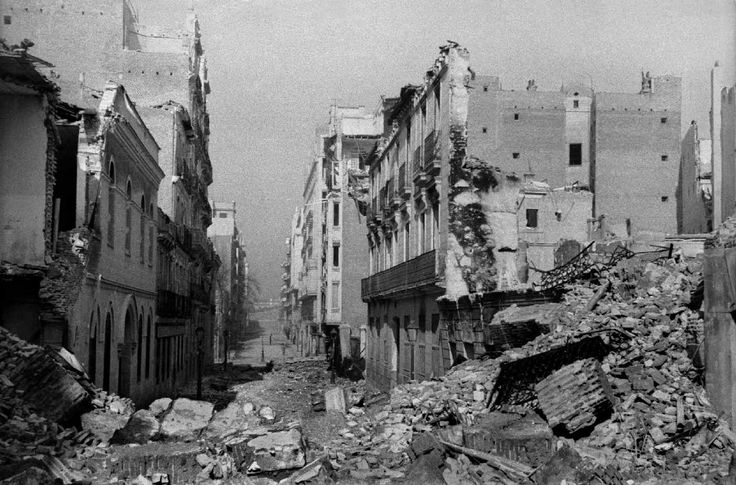Calle Martín de los Heros, Madrid, febrero de 1937.