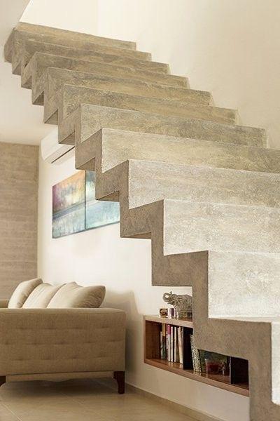 Escalera de concreto aparente.                                                                                                                                                      Más