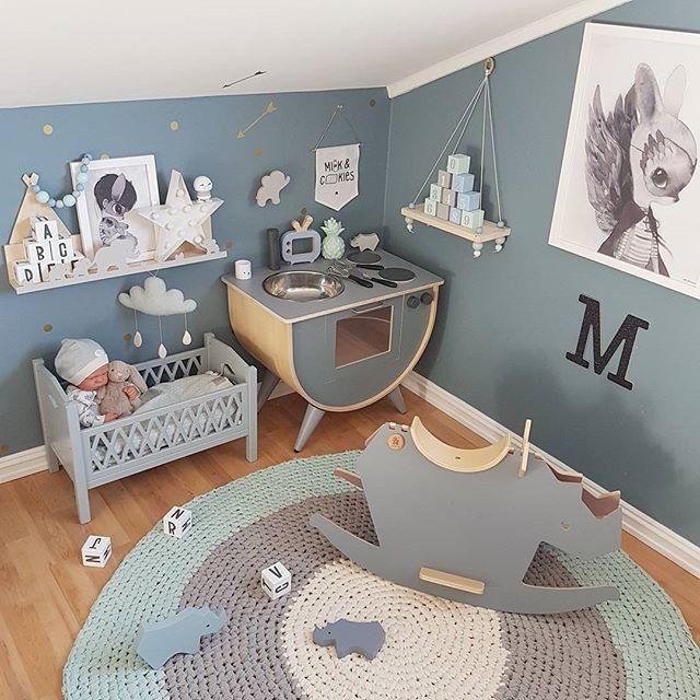Gratulerer med Morsdagen til alle de fine mammaene der ute ❤ Dere er fantastiske! ---- @sebrainterior #sebramoment #lekekjøkken #playkitchen #gyngehest #irock #Stableklosser #puslespill #teppe #sponsoredbysebra @carmell.no #camcam #carmell #dukkeseng #dollbed #preciouskids #gamcha #skyuro #thatsminedk #elefanthylle #elefantknagg #littlegreyse #hylle #Stableklosser #kidsroom #kidsroomdecor #barnerom #kidsplayroom