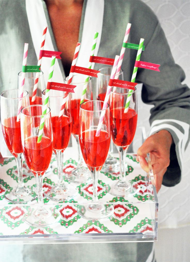 welcome guests with champagne cocktails #holidayentertaining