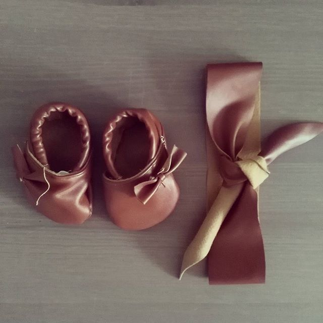 Yesterday i made these #babyshoes for my baby 😉 #headband #leather #bow