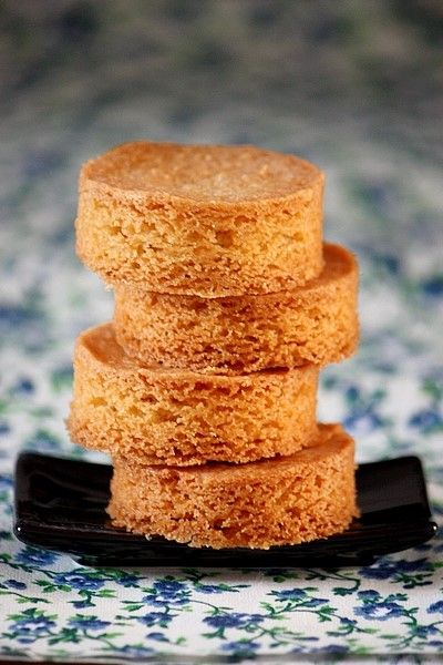 Palets bretons Pour une vingtaine de palets de 5cm de diamètre - 310 g de farine T55 - 180 g de sucre - 240 g de beurre doux, pommade ...