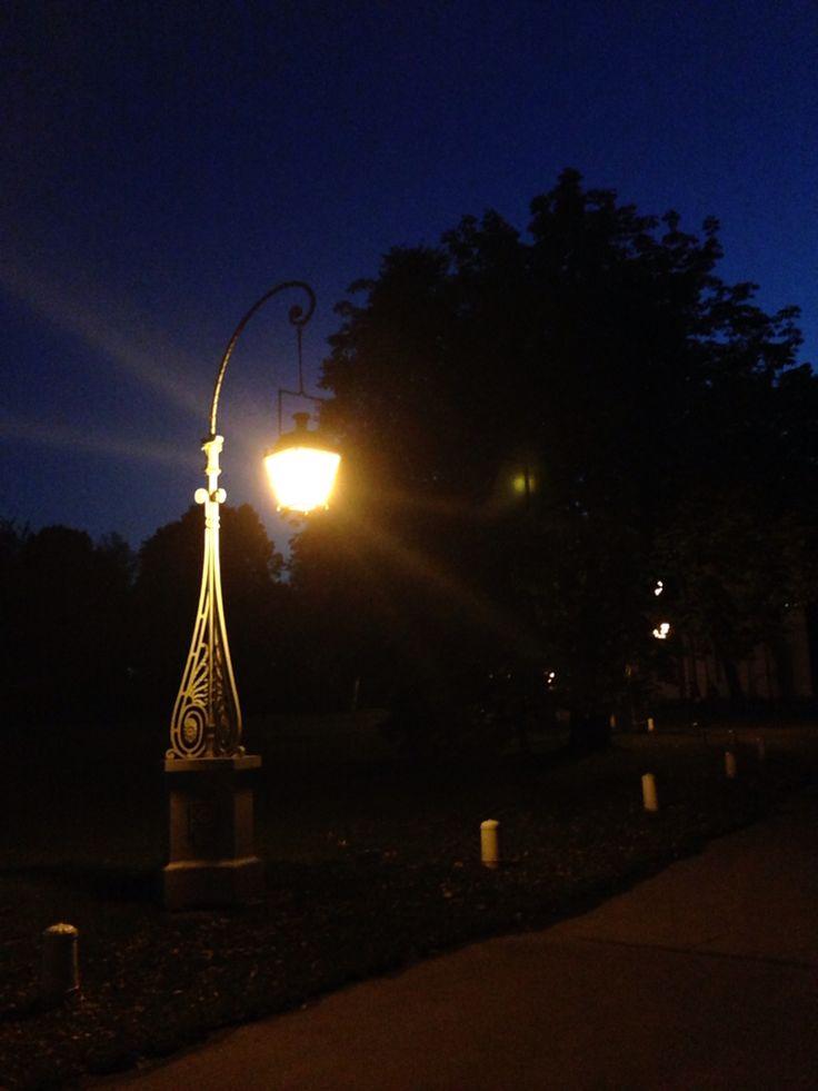 Красивый фонарь.