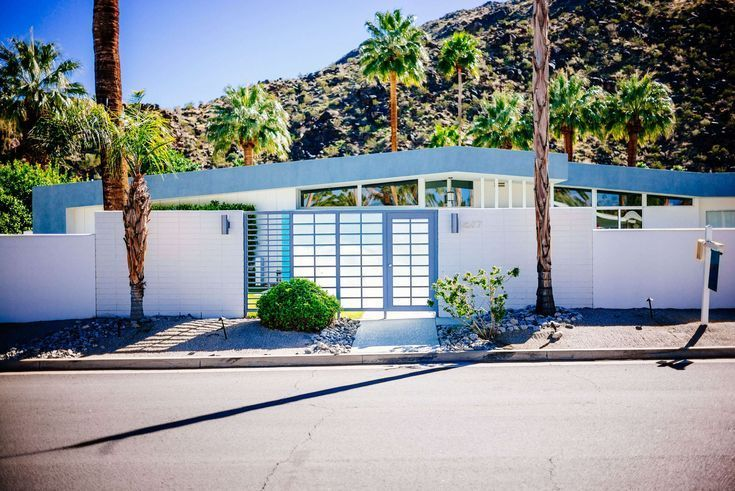 Tour The Beautiful Mid Century Homes In Palm Springs The Taste Sf Decor Midcent Palm Springs Mid Century Modern Mid Century Modern House Palm Springs Houses
