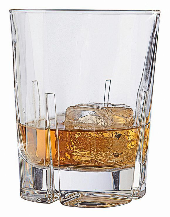 """Das Whiskyglas aus der Serie """"Havanna"""" von NACHTMANN verzaubert Ihren Feierabend mit dem Charme kubanischer Nächte. Das stilvolle Kristallglas fasst ca. 345 ml und überzeugt mit seinem klassischen Design. Das klare Glas in brillanter Qualität ist außerdem spülmaschinenfest. Lassen Sie die Eiswürfel klirren und entdecken Sie dieses Whiskyglas jetzt bei uns!"""