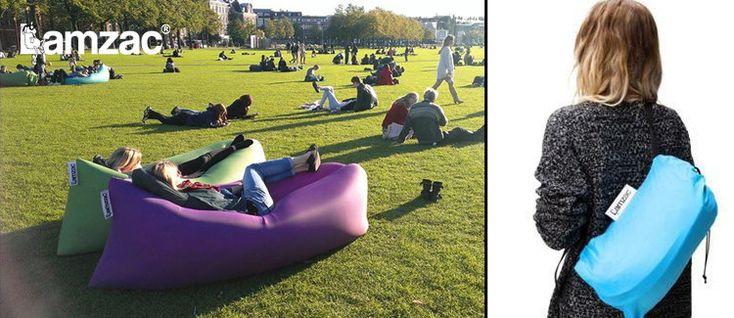 """""""Lamzac Hangout""""                                       L'idée apparu en 2010 par le designer Marijn Oomen, et par la suite il eu un grand succés en 2014. Il est distribués par la société hollandaise Fatboy.                                      Le concepteur promet la mise en place d'un canapé gonflable en quelques secondes en remplissant d'air (700 litre) le Lamzac."""