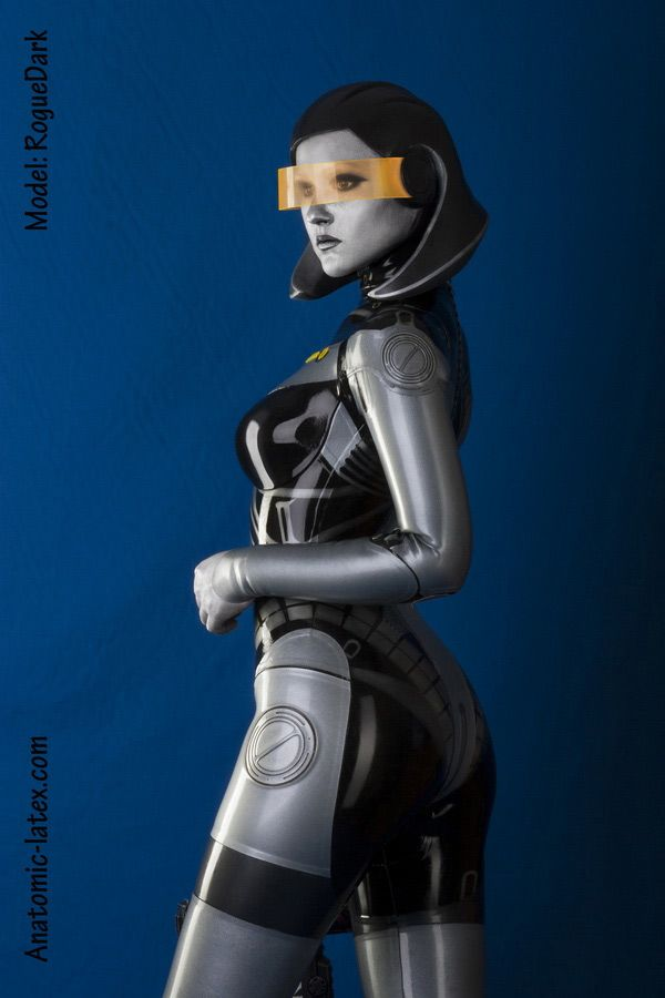 "An Amazing Latex ""Mass Effect"" EDI Cosplay You Won't Believe Is Real"