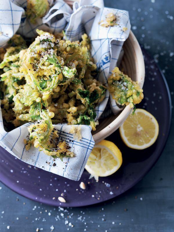 Basilikum og salat i tempura med parmesan - AARSTIDERNE