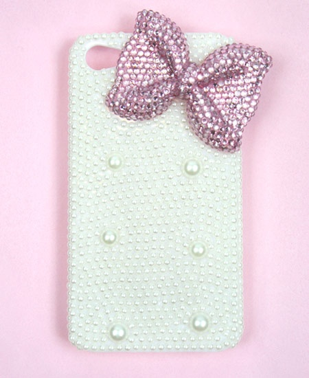 .:* L - FINALLY! An iPhone case with a bow ISN'T Hello Kitty related! [from Daily Shoppe: Pink Bow iPhone 4 or iPhone 4s Case!]