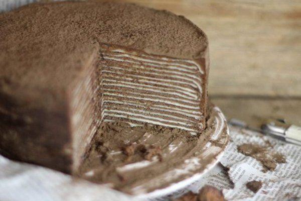 Шоколадный торт из блинов с ликером