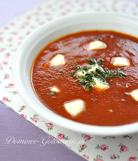 Zupa krem pomidorowa z mozzarellą