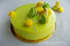 """В торте """"Лимонно-лаймовый фреш"""" гармонично соединились миндальный дакуаз с лимонной цедрой, лаймовый ..."""