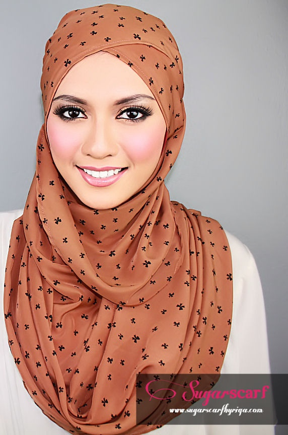 Like the way the scarf is tied. Sugar Scarf  |  Light Brown w/ black bows #hijab