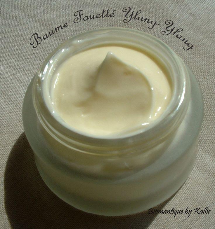 Un baume nourrissant pour peau très sèche ! Un baume très simple à faire....et terriblement efficace pour les peaux sensibles et très sèches. Une très belle texture fouettée ! Ingrédients : - 20 gr de beurre de karité - 20 ml HV monoi - 5 gr de beurre...
