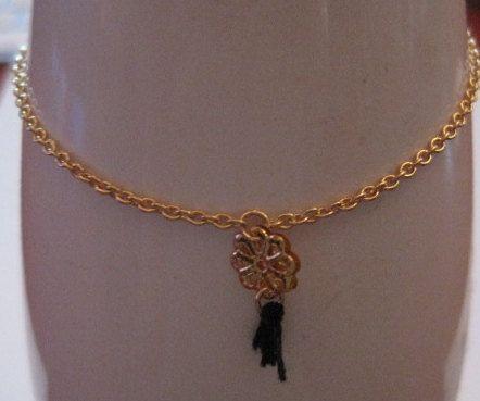 Fine golden bracelet with pendant by SophisticatedGold, €19.00