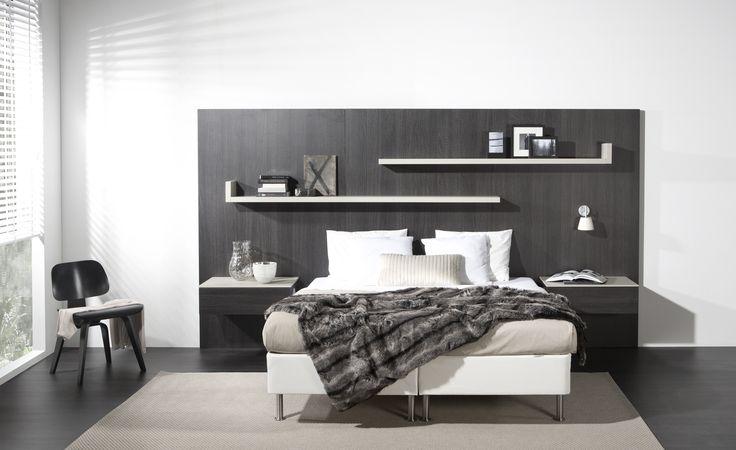 | The Doors Utrecht | Heerlijk slapen in een perfect op maat gemaakt bed mét bijpassend Antraciet houten bed-achterwand en nachtkastjes. Wij maken het mogelijk! www.thedoorsutrecht.nl