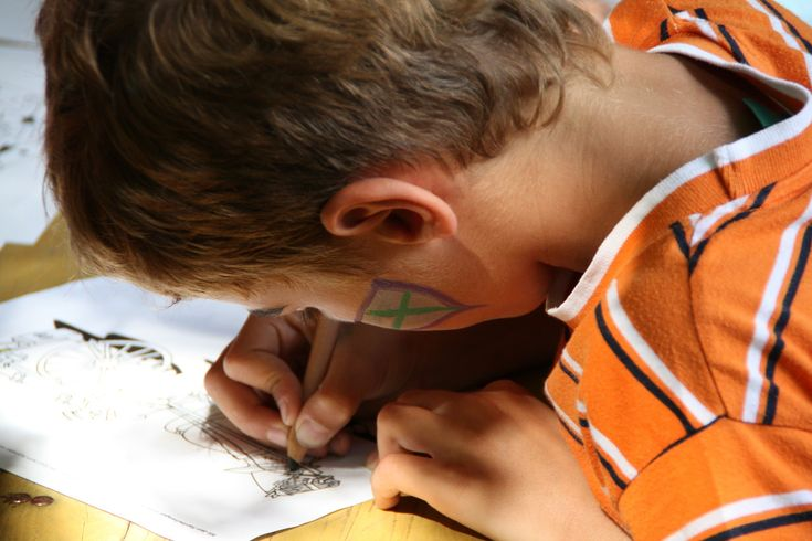 This Amazing Toy Lets Kids Cut Out Their Art At the Same Time as Drawing It This Amazing Toy Lets Kids Cut Out Their Art At the Same Time as Drawing It