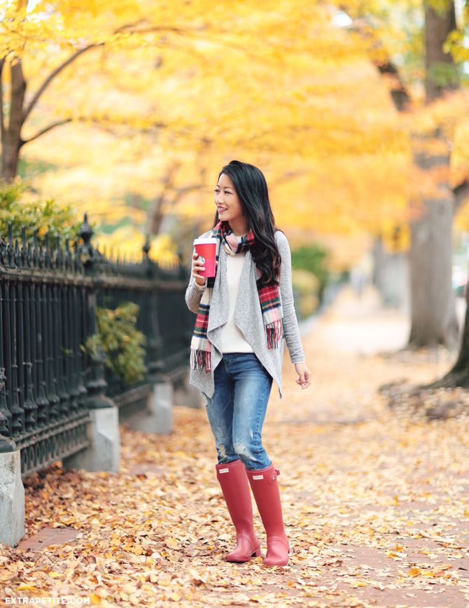 Rainy day fall outfit // cardigan sweater, plaid scarf, red hunter rain boots