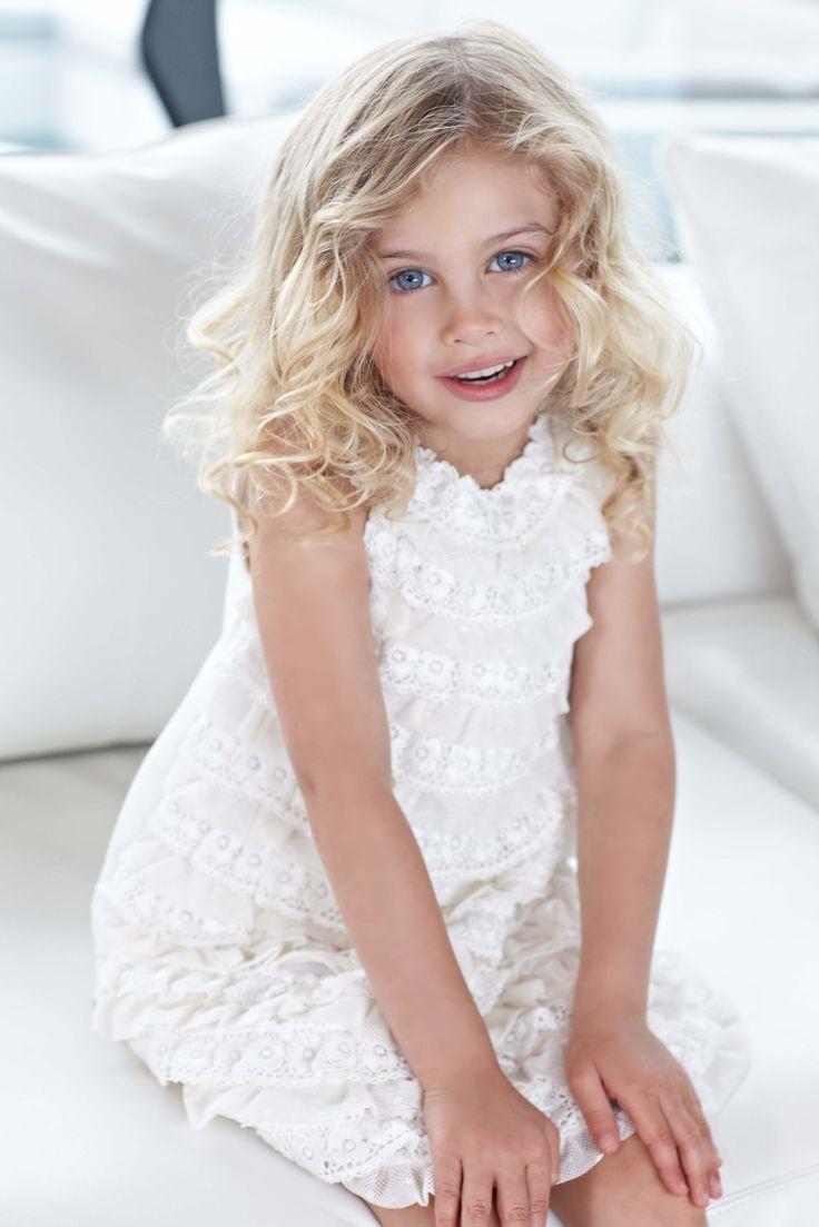 Elsy Baby  La purezza delle bambine si rispecchia in questi abiti bianchi e delicati, ideali per le cerimonie di primavera.  Moda bambino, moda bimba, abbigliamento bimba, vestiti bambina, abiti da cerimonia, abiti bambine #abbigliamento #vestitibimba #moda