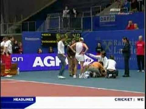 Mary Pierce falls and ENDS HER CAREER - finally @M⚓ Dunkle I got it!!!!