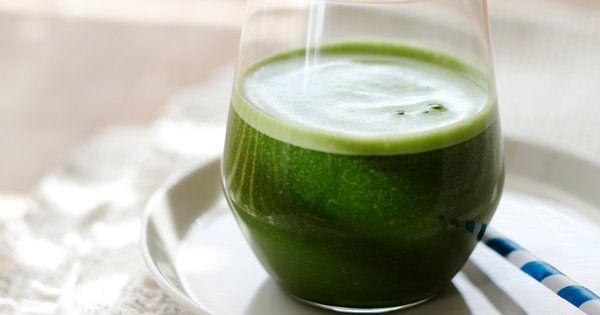 茶葉を丸ごと挽いた抹茶には、緑茶のもつビタミンCやカテキンなどの成分がそのまま含まれている。甘酒の甘味とうまみをプラスして飲みやすいドリンクに。|『ELLE a table』はおしゃれで簡単なレシピが満載!