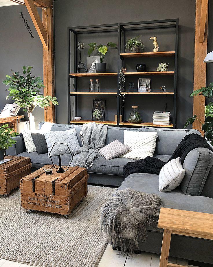 MORNING ♥ Tadaaaaaaa, wir haben einen neuen Schrank hinter dem Sofa. 🙌 Jan hat es selbst gemacht, super glücklich und wir durften …
